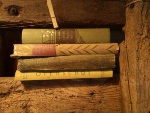 stapel oude leesboeken